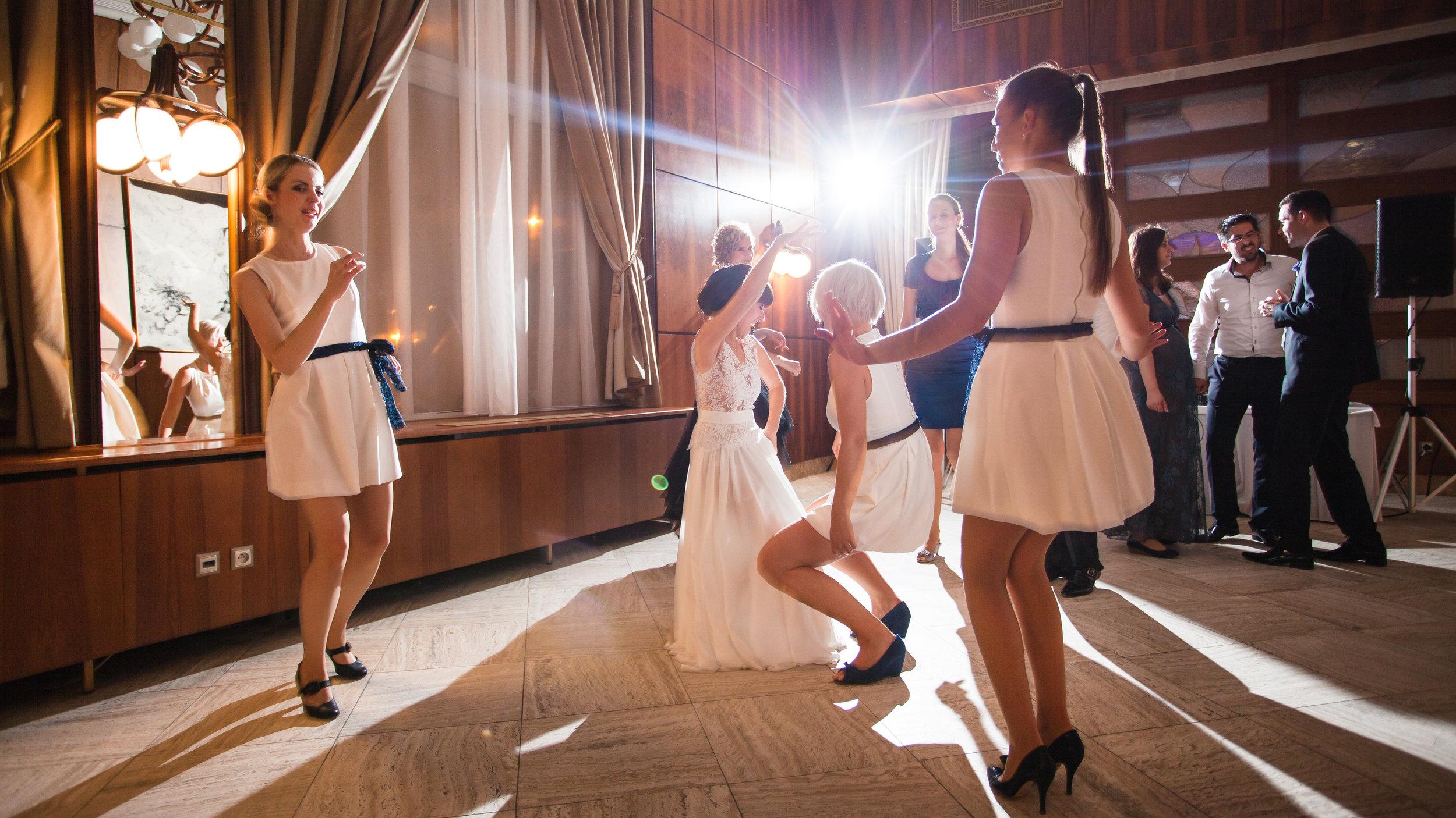 destination-wedding-photographer-slovakia-bratislava-reception-party-dancing.jpg