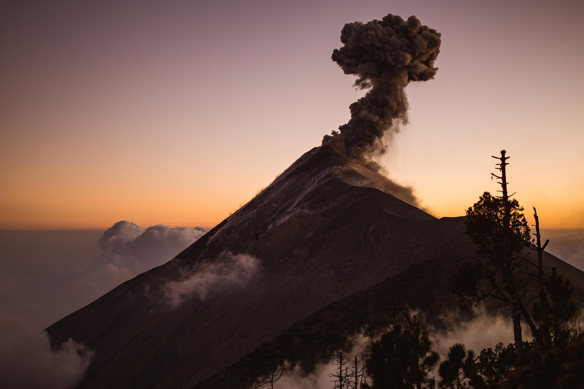 acatenango-volcan-fuego-guatemala-active-eruption-overlanding-vanlife-2.jpg