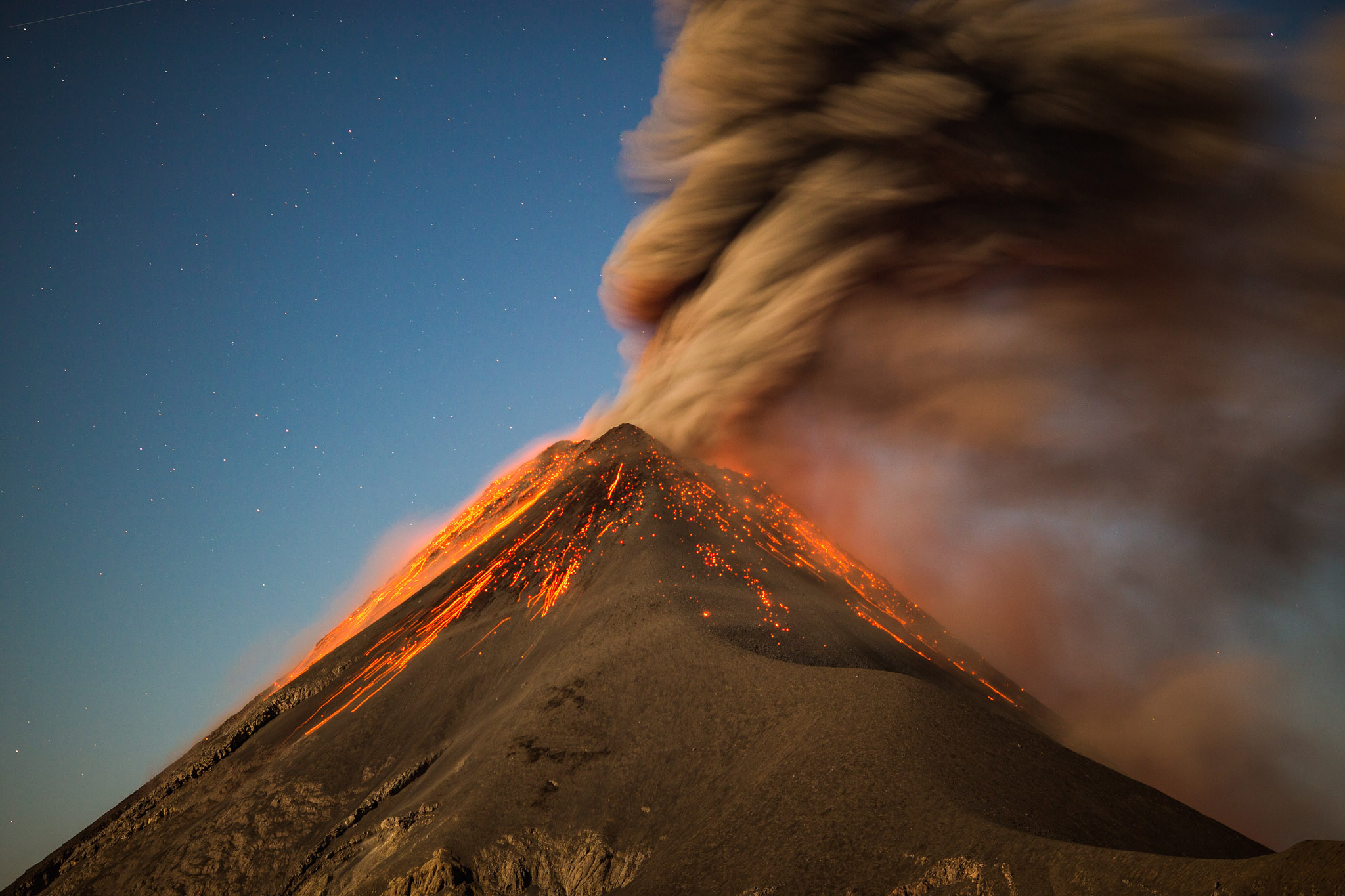 active-volcan-fuego-eruption-acatenango-guatemala-hike-tour-adventure-vanlife.jpg