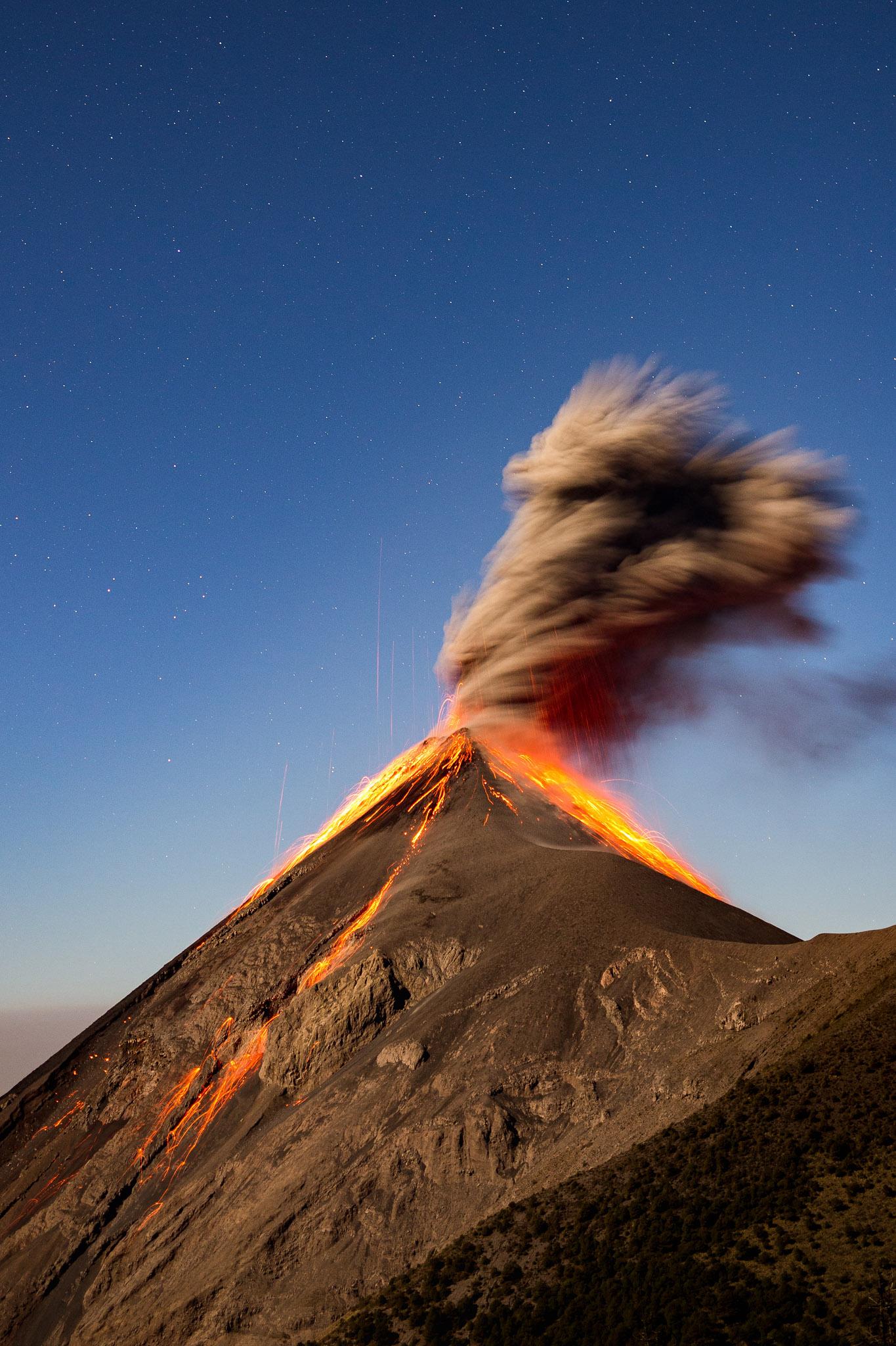 active-volcan-fuego-eruption-acatenango-guatemala-hike-tour-3.jpg