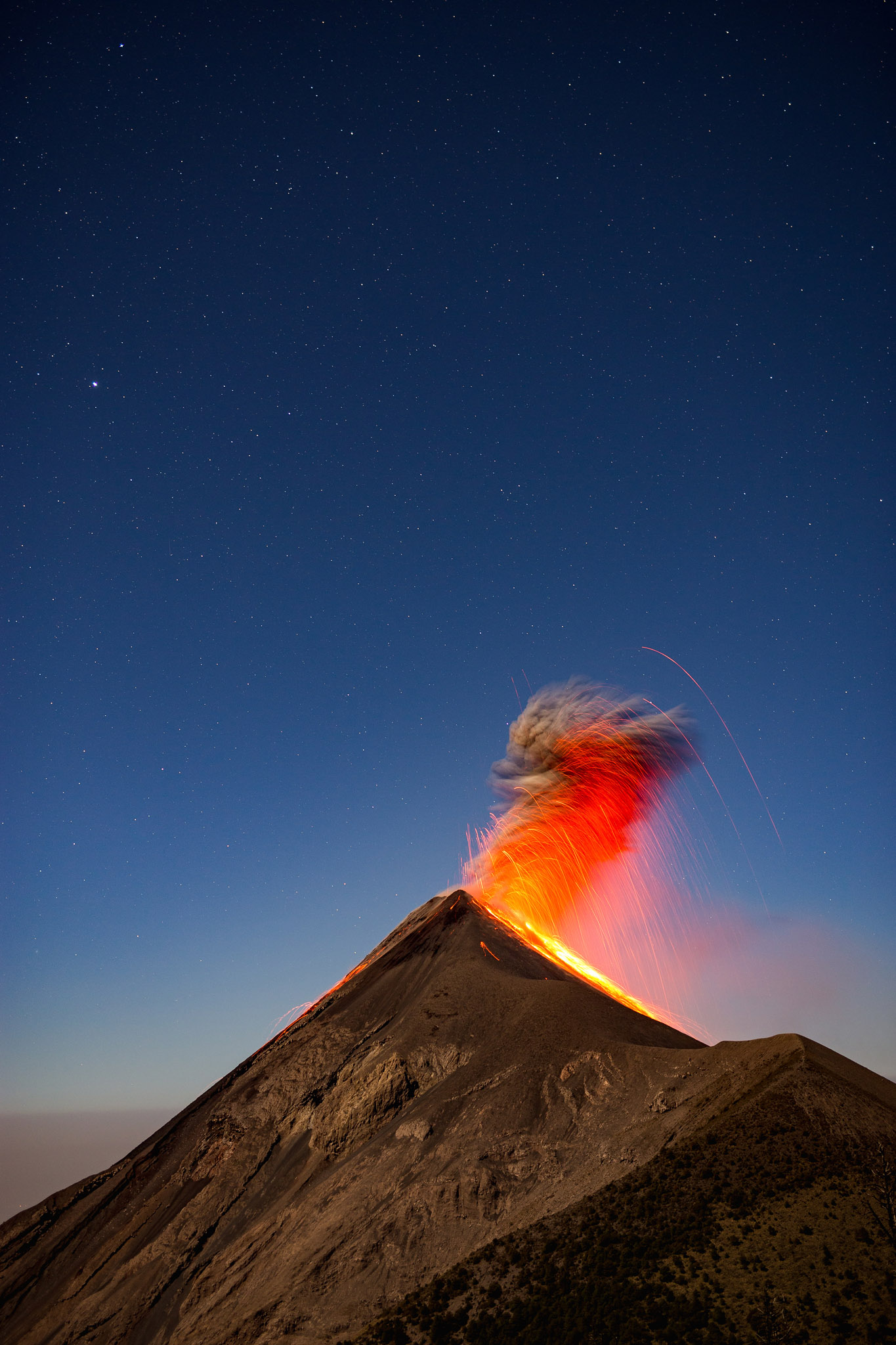 active-volcan-fuego-eruption-acatenango-guatemala-hike-tour-2.jpg