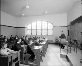 Ett klassrum påÖstermalms läroverk, ca 1910.