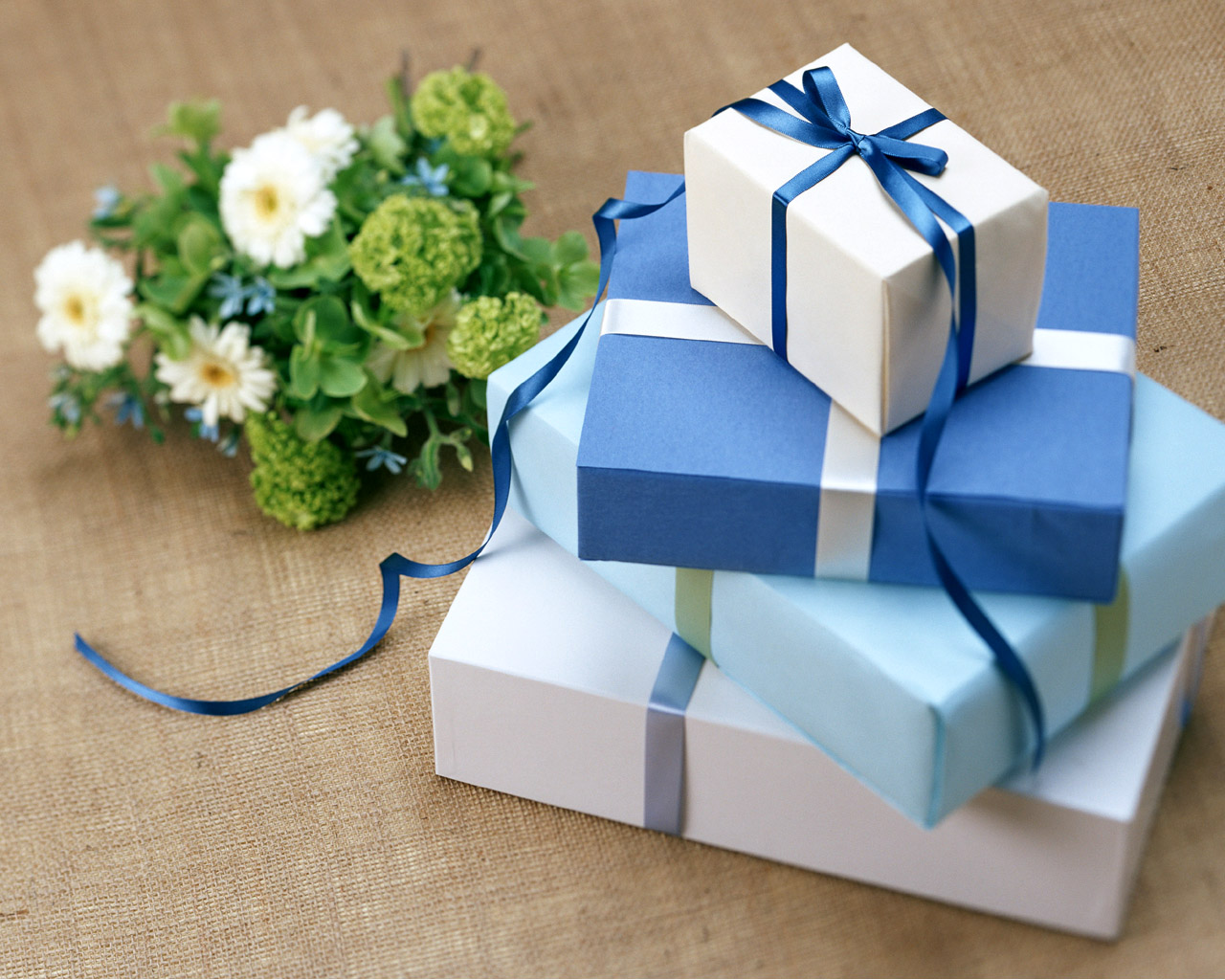 Gift-Cube-HD-Wallpaper.jpg