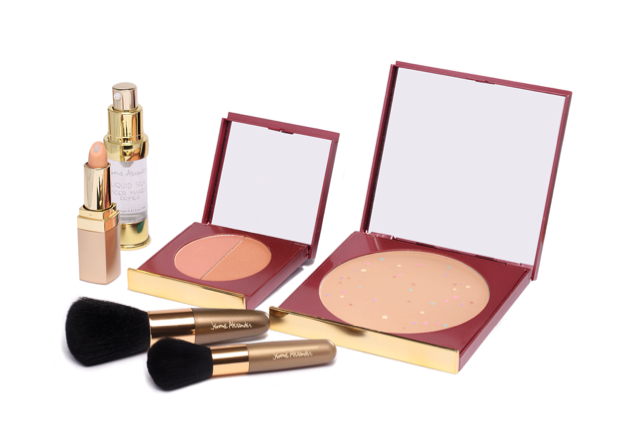 The set is valued at $125 and includes a full size compact of Magic Minerals Foundation, Concealer, Bronze/Blush Duo, Liquid Silk Primer, and two Powder Brushes