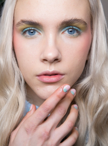 colorful-eye-makeup-nails-alexis-mabille-spring-2016.jpg