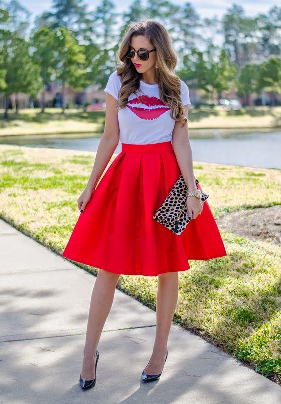 08-red-knee-length-skirt-a-printed-kiss-t-shirt-and-heels.jpg