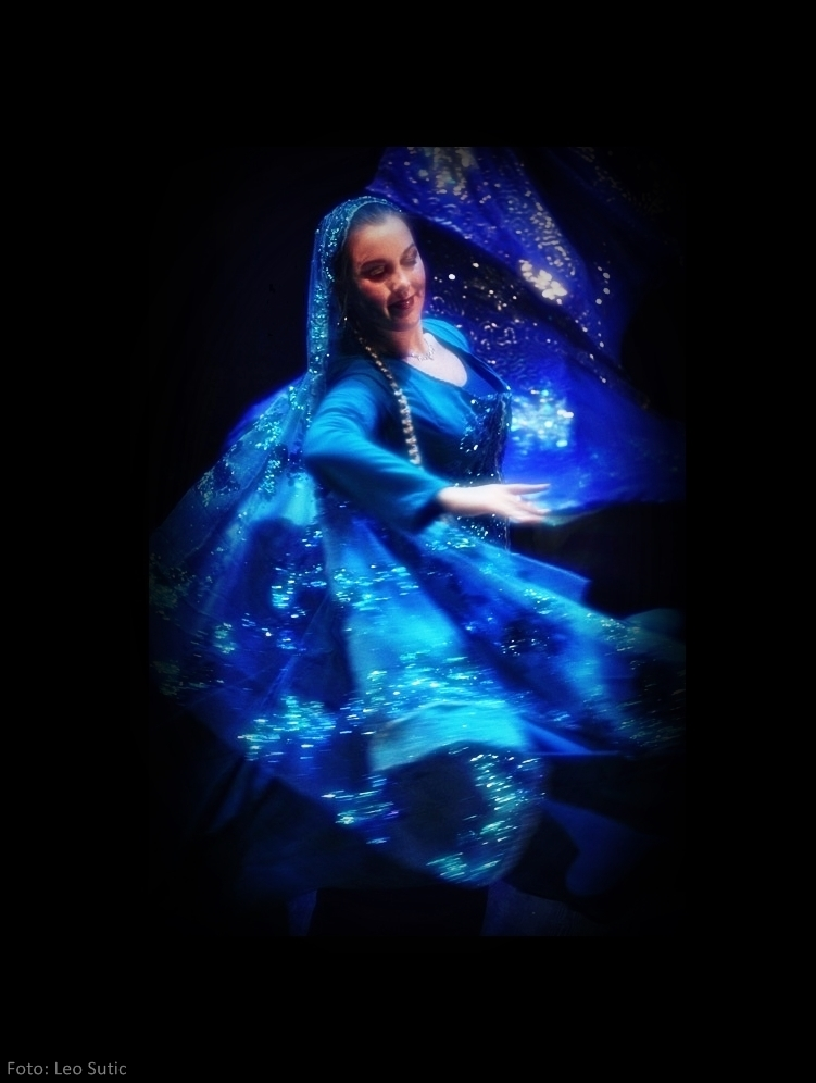 Maria Oriental - Persian Classical Dance at the Layali Winter show. Stockholm, December 2012. Photo: Leo Sutic.