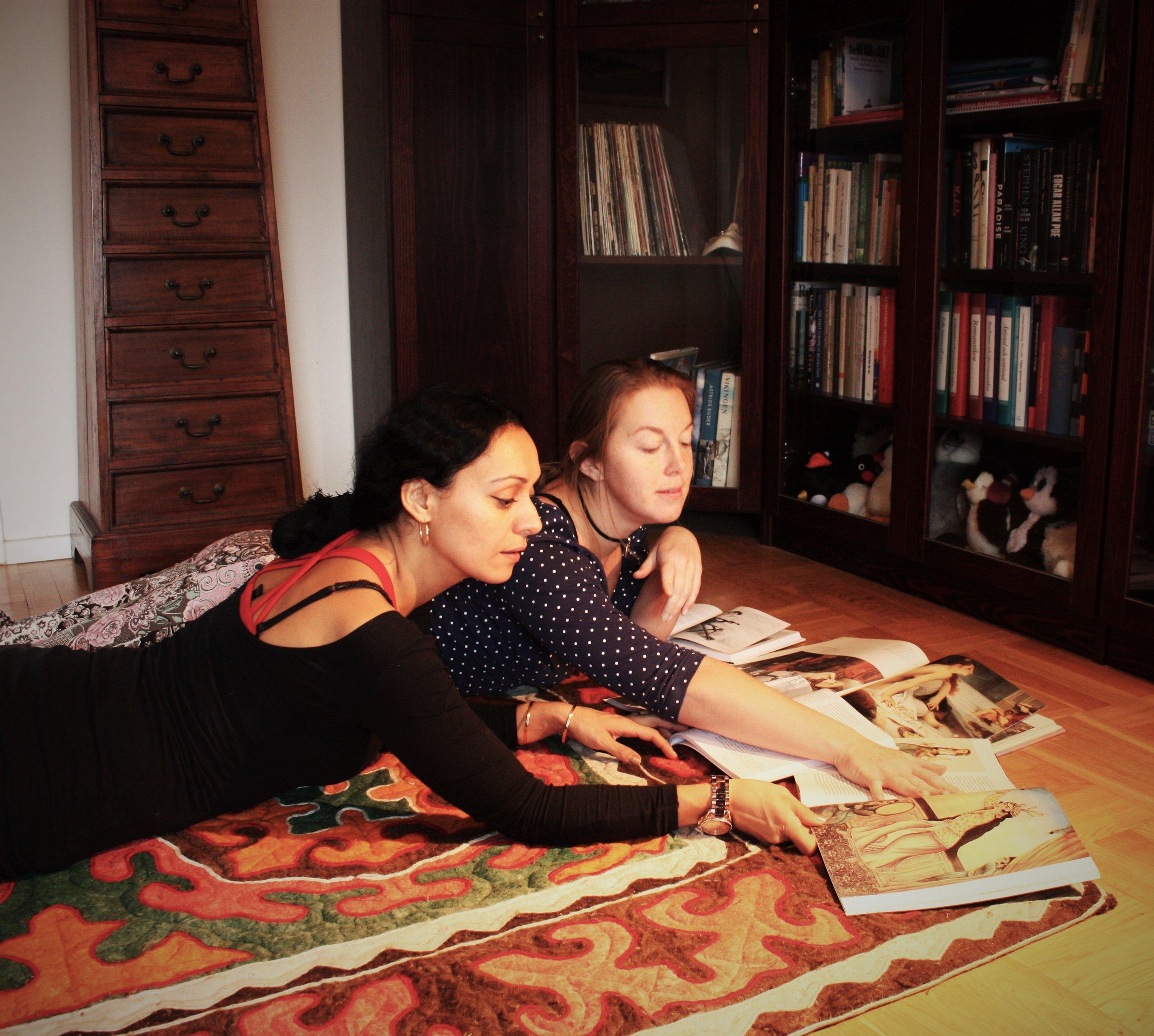Helia Bandeh hänvsiar alltid tillbaka till konst och litteratur i sin undervisning.