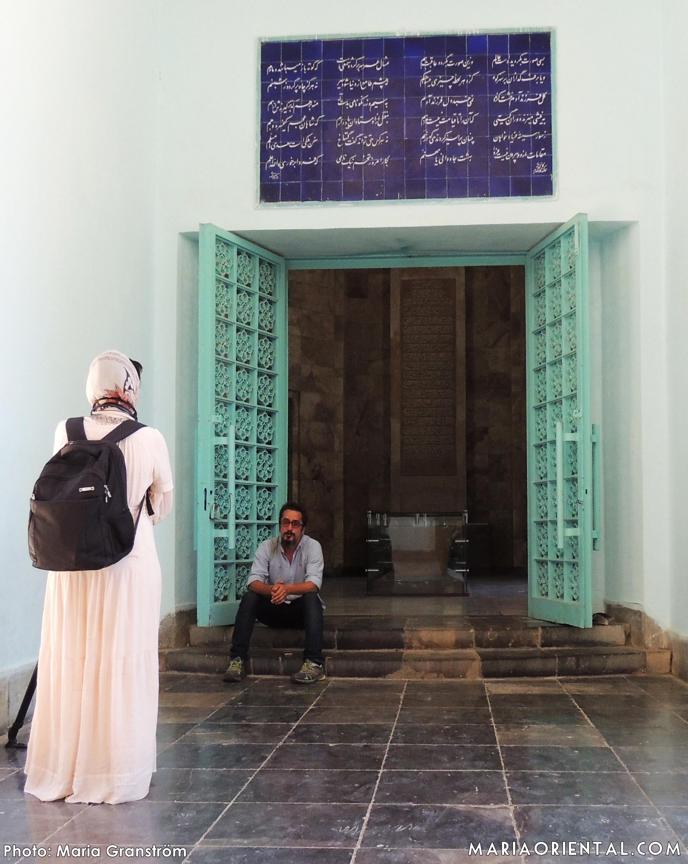 Outside the room of Saadi's marble tomb.