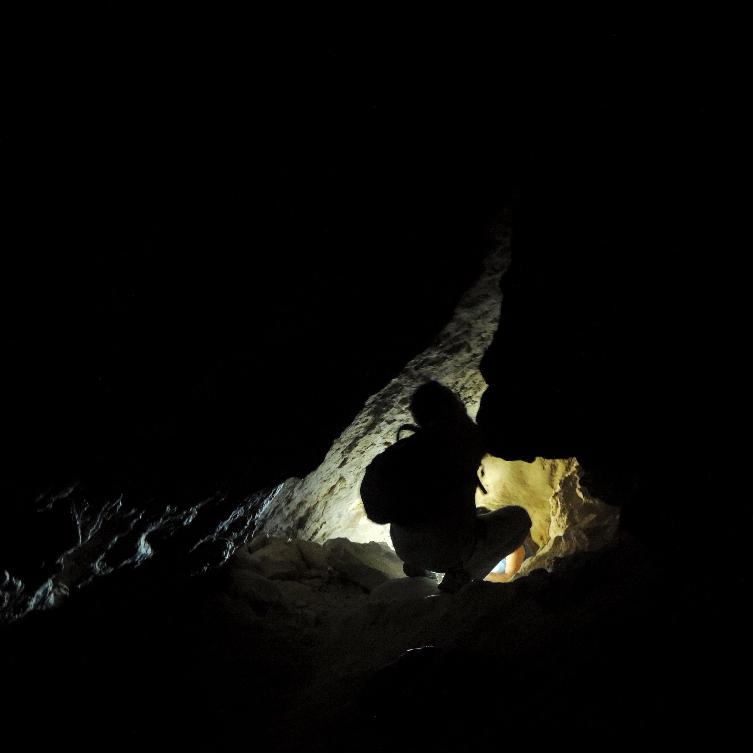 Grottan bjöd ibland på aningen trånga passager.