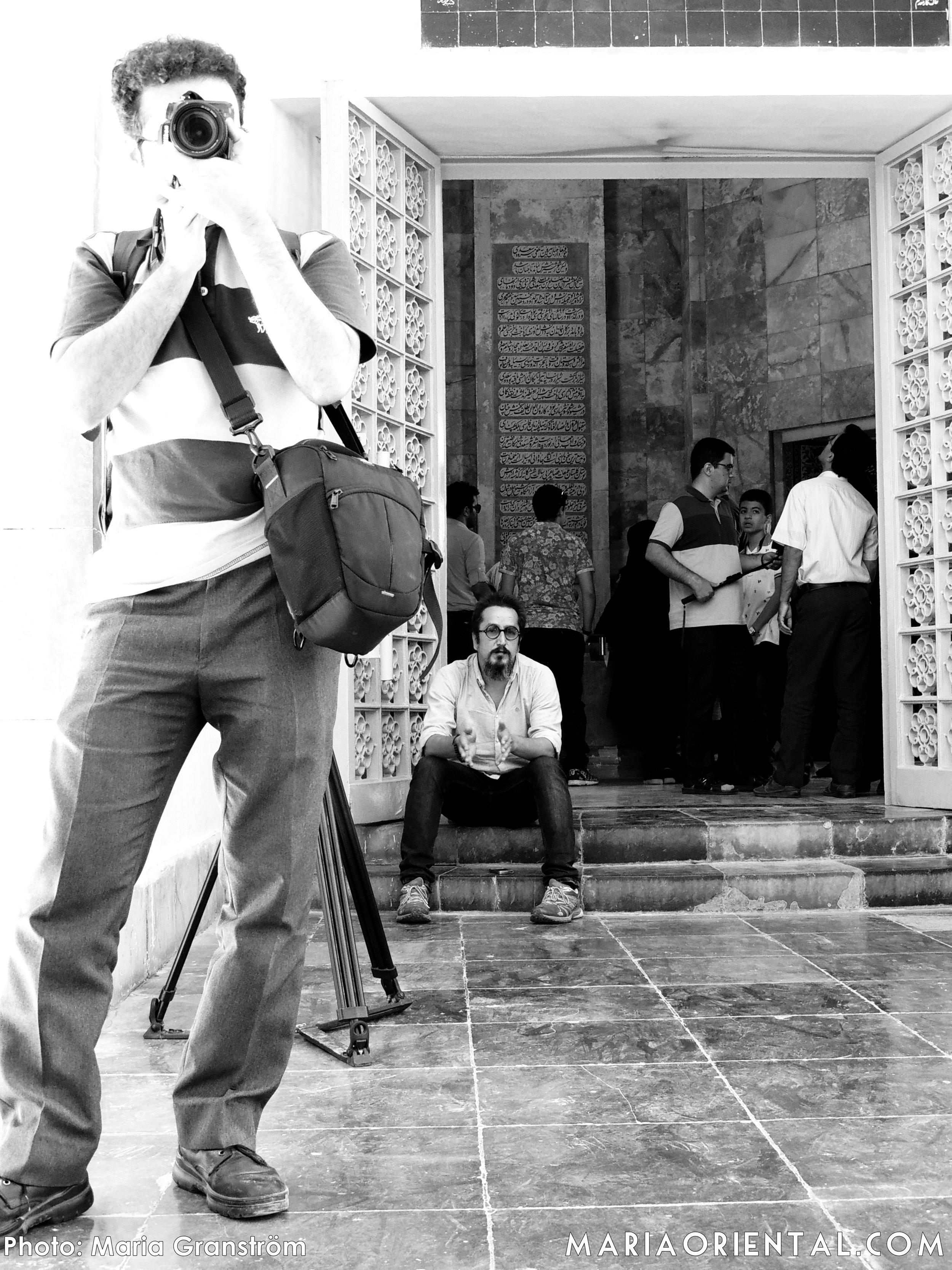 Fotar fotografen utanför Saadis gravmonument.
