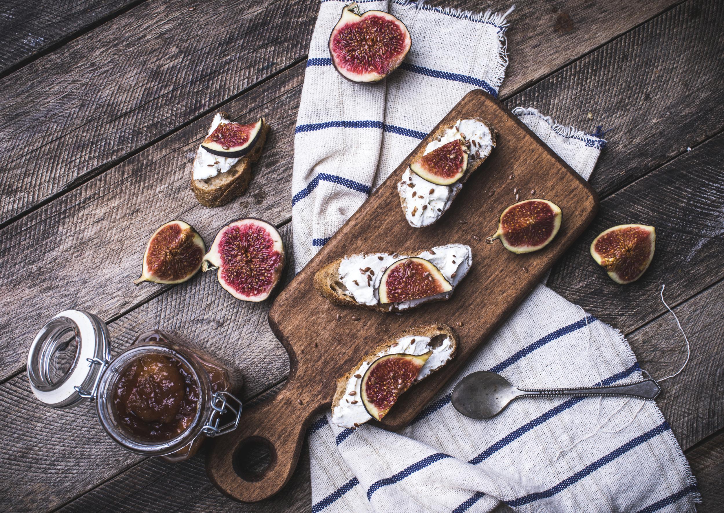 fresh fig crostini
