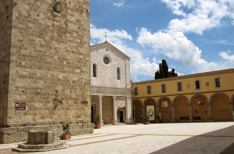 The Cathedral square in Chiusi.  Our street is perpendicular to this square, less than a 1 minute walk.  This is where you enter the Cathedral Museum and the Labyrinth of Porsenna.