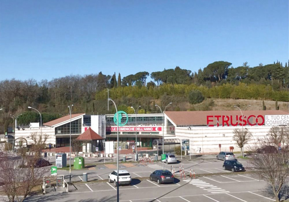 Etrusco shopping center: the grocery store PAM is located inside.  The restaurant Tuscany Divine is right next door, to the right.