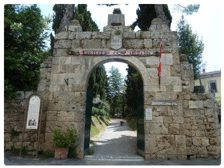Medieval gate leading to Parco dei Forti - our preferred parking lot. This gate is pedestrian-only and is located on the backside of the Cathedral.