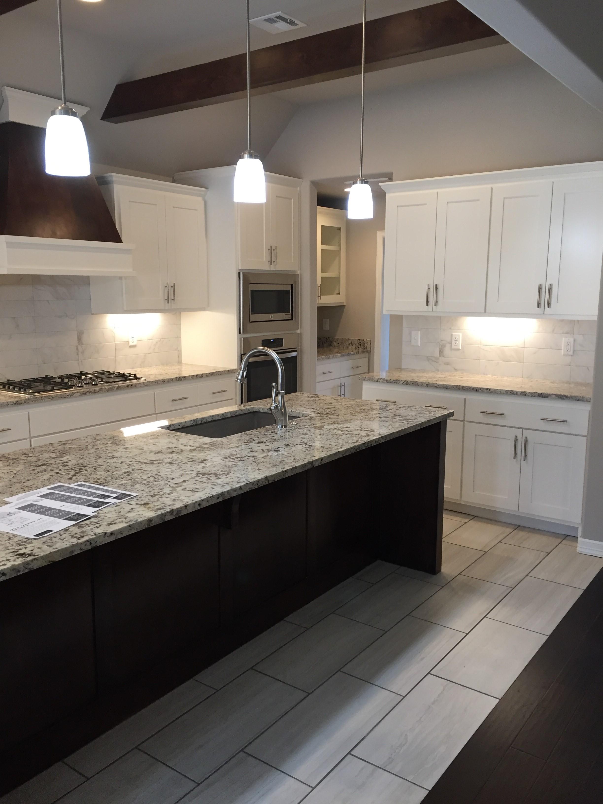 2917 kitchen 2.jpg