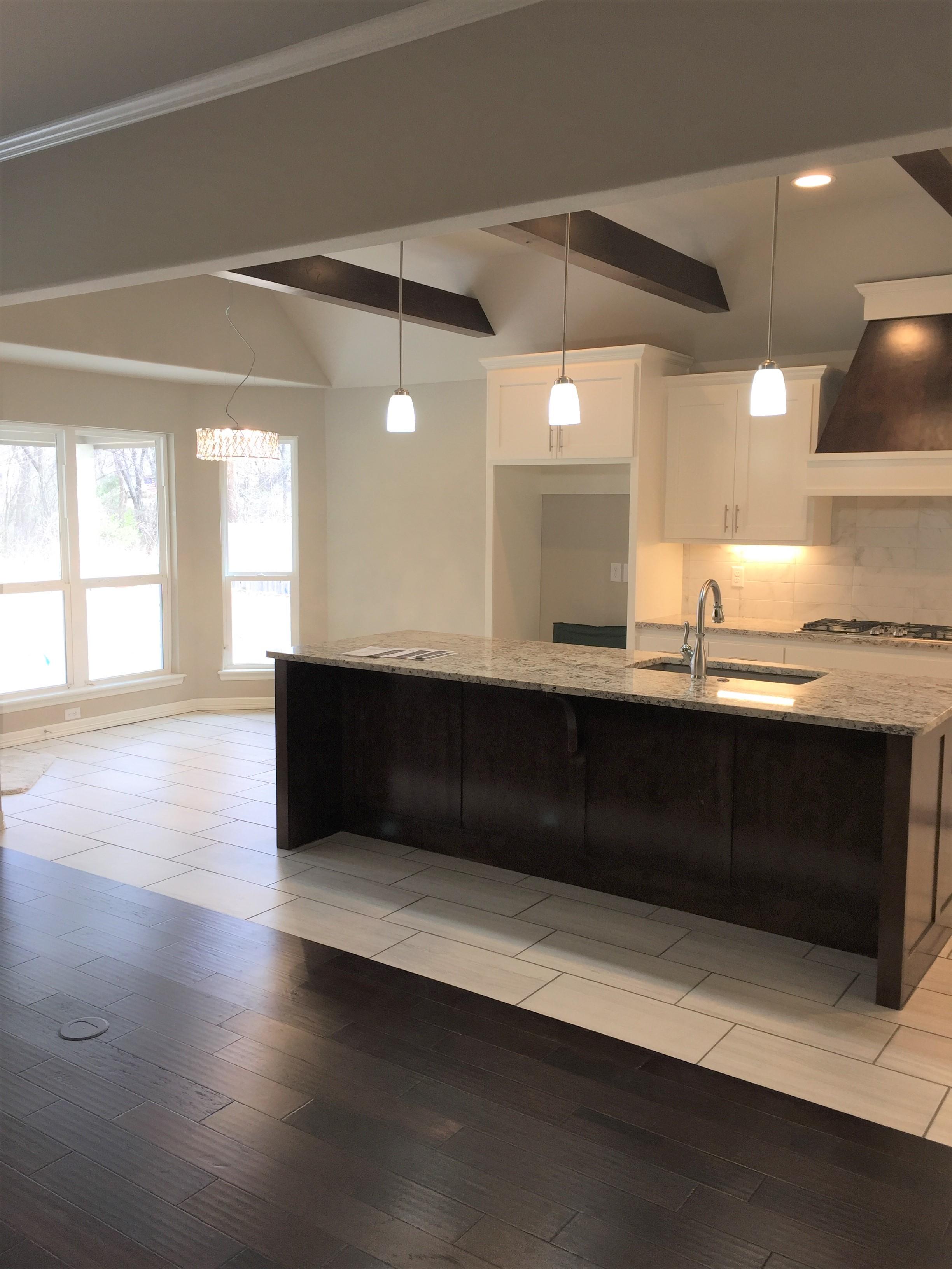 2917 kitchen 3.jpg