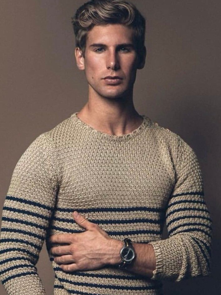 Ross C - Height: 5'11Origin: New YorkBio: Outgoing professional model that loves working with people.