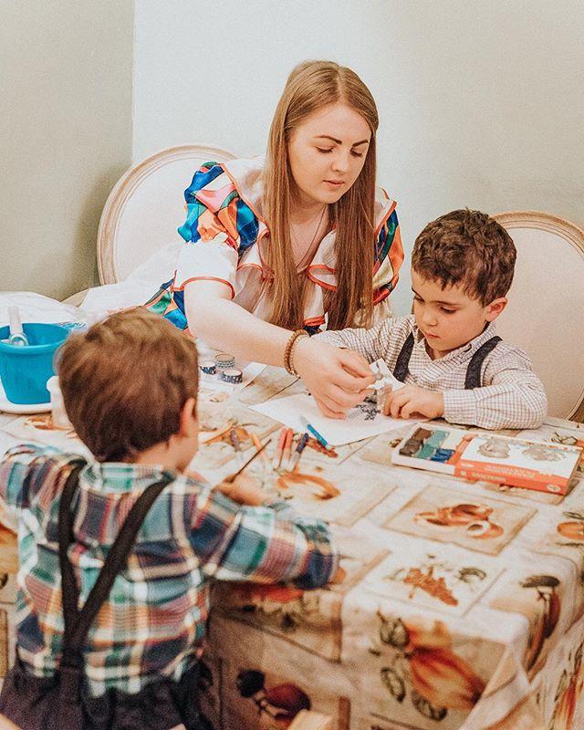 Родители! ❗ALARM! Напоминаем, что у нас по субботам и воскресеньям проходят творческие мастер-классы для детей. Пока взрослые отдыхают (и очень вкусно), дети интеллектуально развлекаются. Ждем вас с 13 до 18.00. 23 марта – творческая поделка «Лебединая верность» 24 марта – кулинарный мастер-класс «Банановый дракончик» ⠀⠀⠀⠀⠀ 📞Если вы нам позвонили или хотели оставить онлайн-бронь, а все столы оказались забронированы — смело приходите. Часть зала, включая места у окна, мы всегда оставляем для вас свободными и не резервируем. ⠀⠀⠀⠀⠀ А также вы всегда сможете начать вечер с аперитива, разместиться за контактным баром и придумать с барменеджером свой персональный коктейль, пока ваш столик не освободится. ⠀⠀⠀⠀⠀ #evgrill#extravirgingrill#Extravirginrestaurant#чистыепруды#детямсчастье #детям
