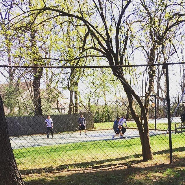 Morning basketball game at #roslynpines2016! #basketball #summer2016 #roslyn #nothingbutnet #sundayfunday