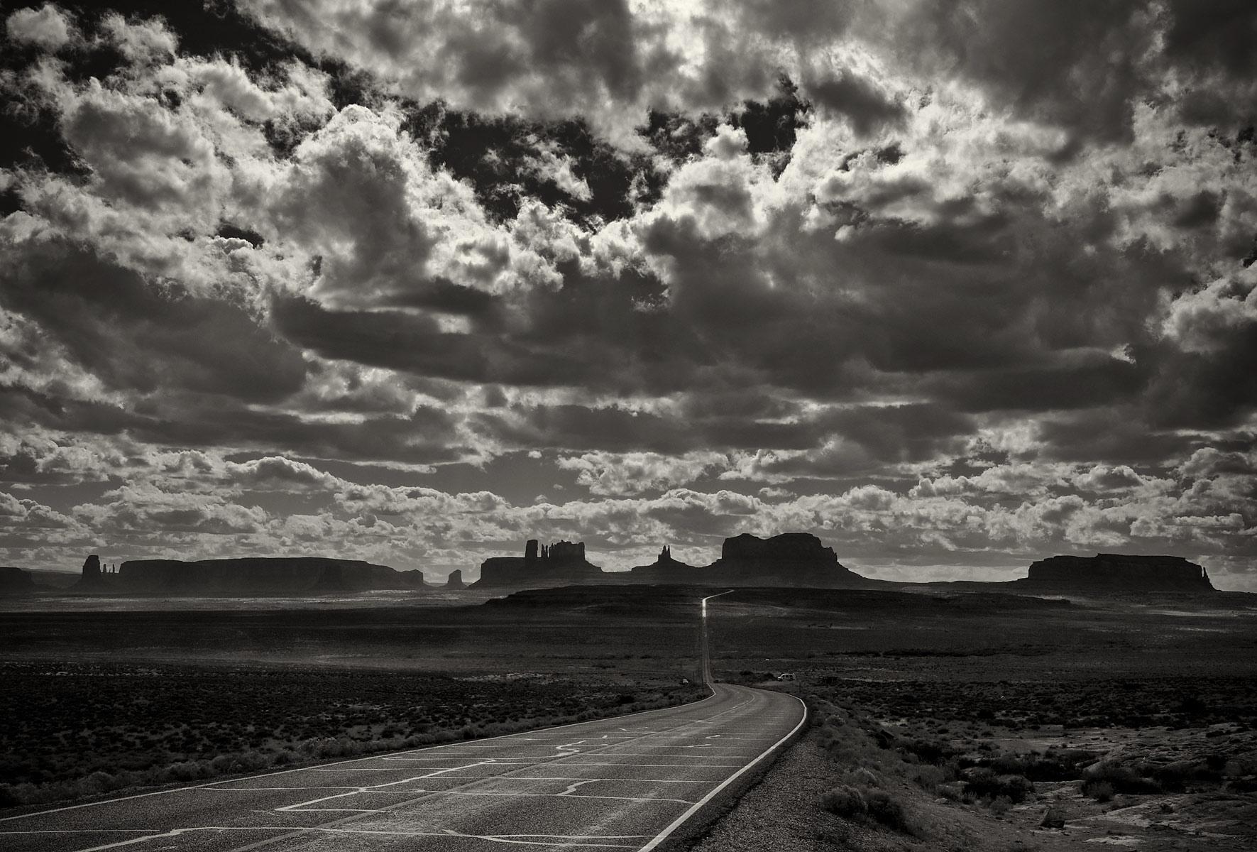 MonumentValley_Utah_BW.jpg