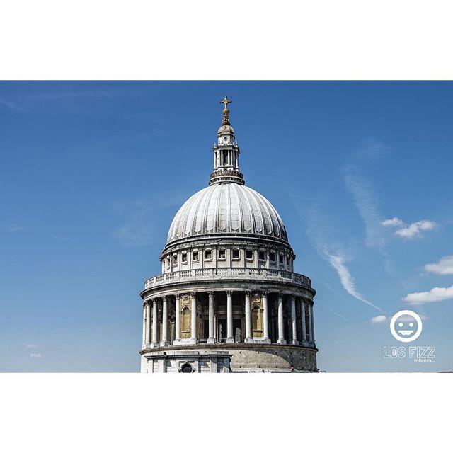 St. Paul's . . #britishmuseum #stpaulscathedral #london #england #unitedkingdom #uk #britain #greatbritain #british #westminster #westminsterabbey #windsor #victoria #vancouver #atlanta #brentwood #euro #europe #english #losfizz #pentaxk3 #buckinghampalace #londonbridge #bigben #elizabethtower #rosettastone #aswan #megalithic #giza