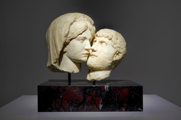 Francesco Vezzoli, Eternal Kiss (2015), Courtesy of Almine Rech. Pair of ancient Roman sculptures restored.
