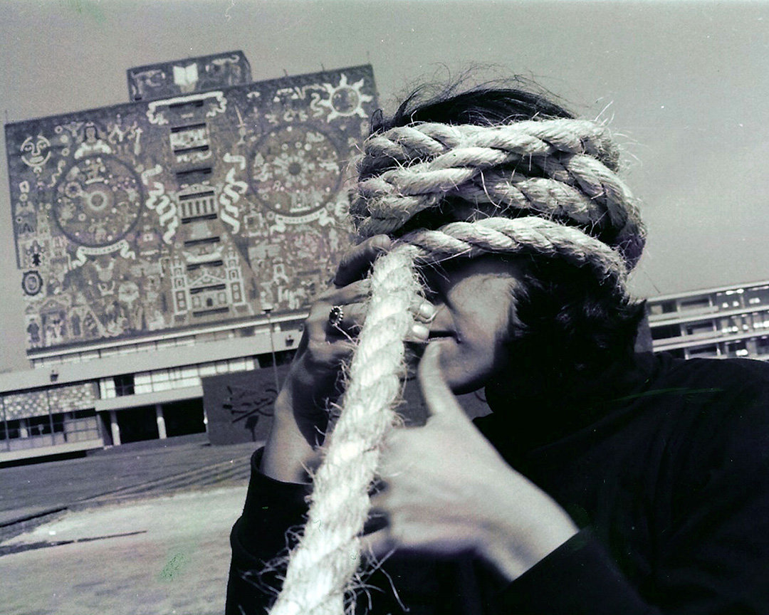 Andrea Ferreyra,Torbellino/Whirlwind . Documentation of street performance, Mexico City, January, 1993. Photo by Gabriela González. Courtesy of Andrea Ferreyra