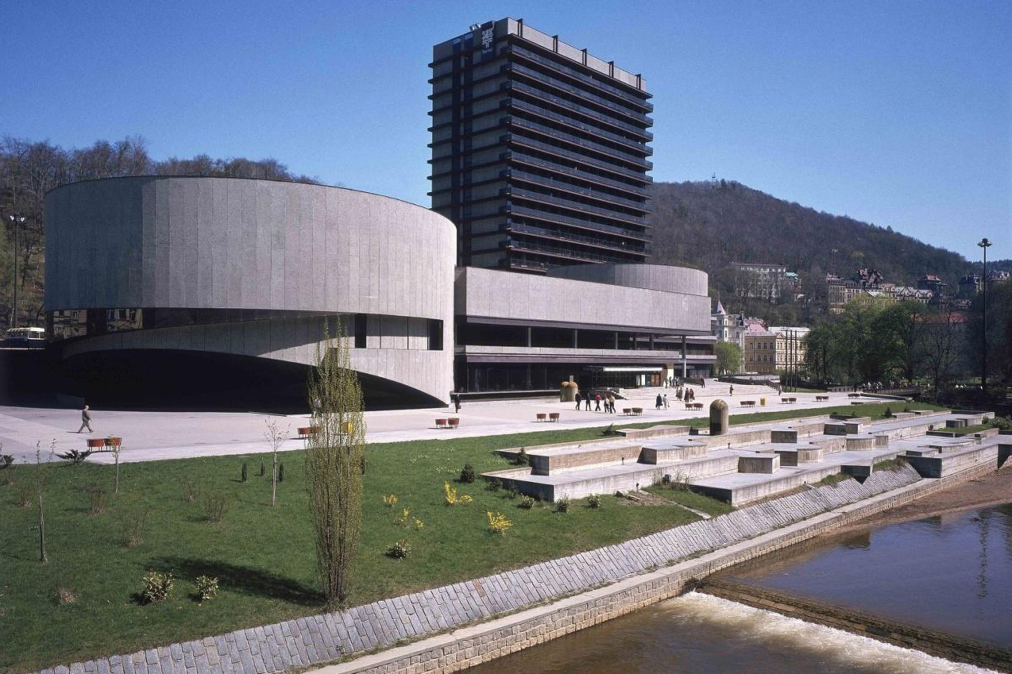 Věra Machoninová / Vladimir Machonin: Hotel Thermal, Karlovy Vary, Czech Republic, 1964–1976. Photo: from the Archive of Věra Machoninová, courtesy of Marie Kordovská