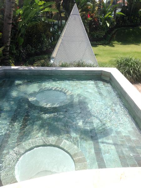 water & pyramide_0397.jpg