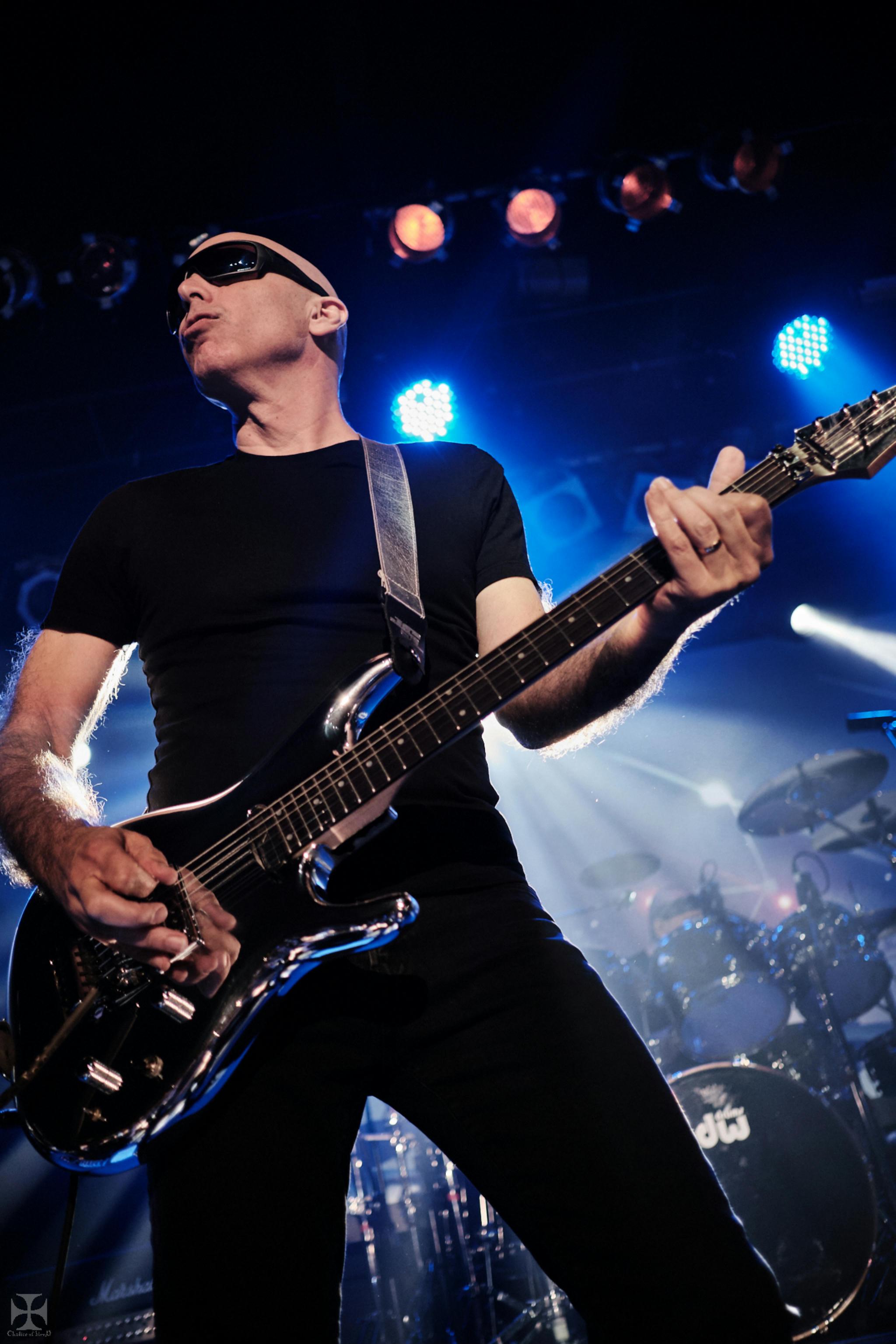 2018.12.04 Joe Satriani - DSC21251_branded.jpg