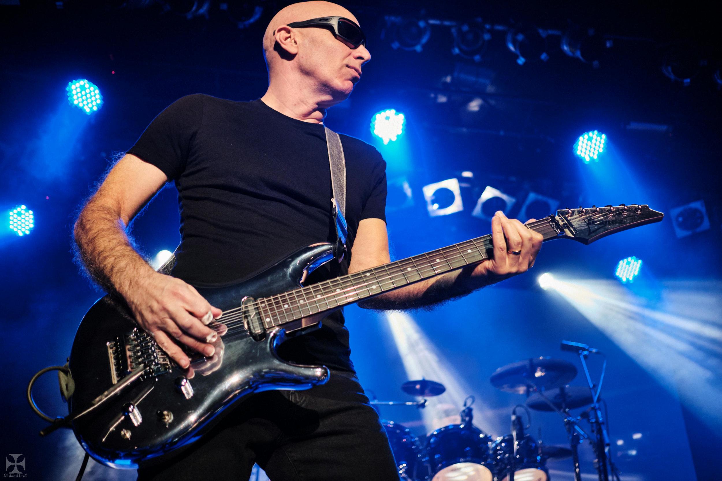 2018.12.04 Joe Satriani - DSC21252_branded.jpg