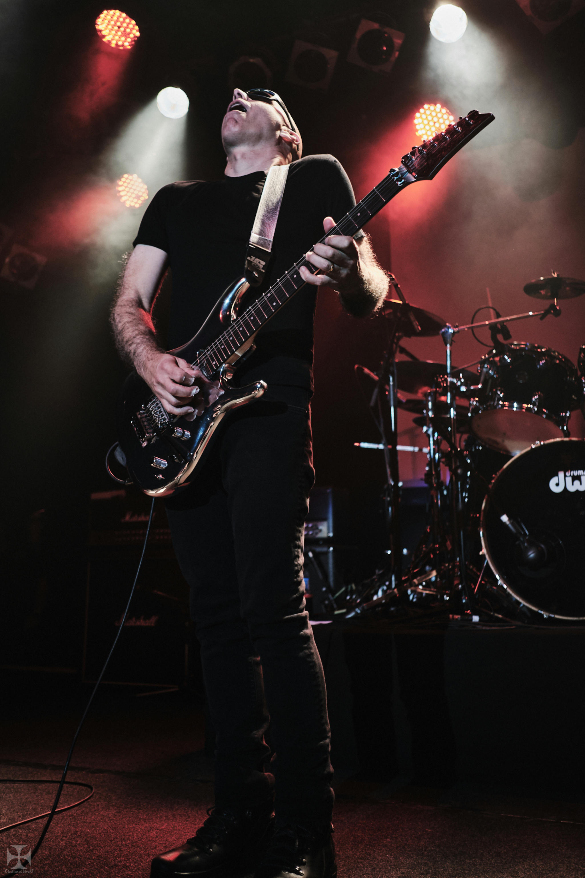 2018.12.04 Joe Satriani - DSC21461_branded.jpg