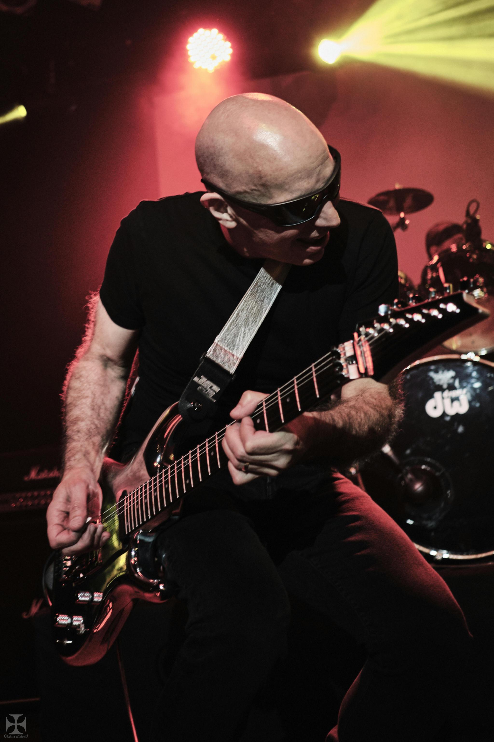 2018.12.04 Joe Satriani - DSC21472_branded.jpg