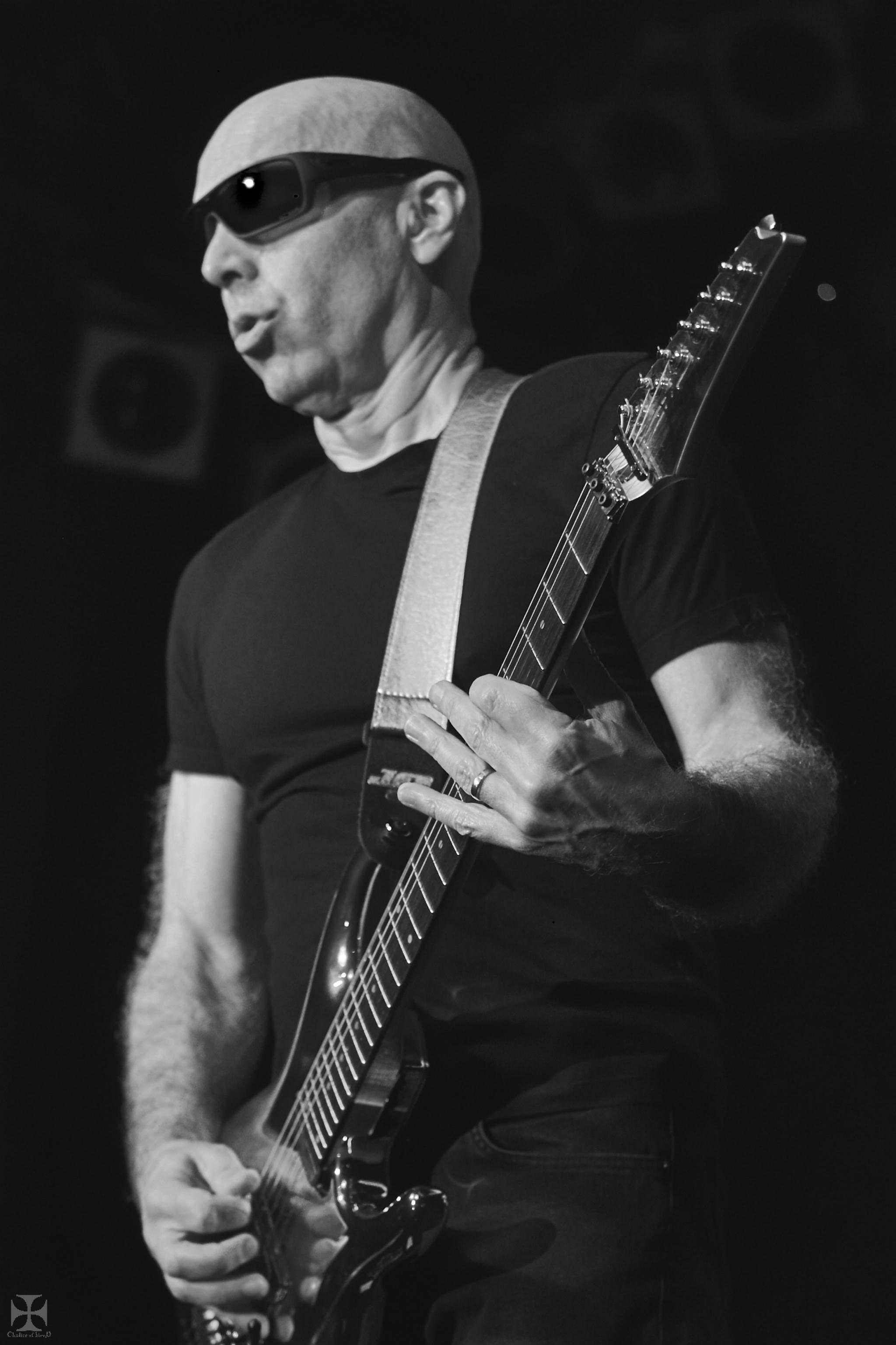 2018.12.04 Joe Satriani - DSCF6941_branded.jpg