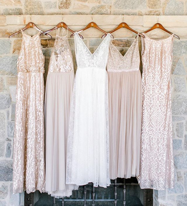 Coordinating sequin dresses isn't always an easy job, but we think Jackie did it just right. Love these blush combos! Photo: @pineandsea_photo // Planning: @detailsdarling