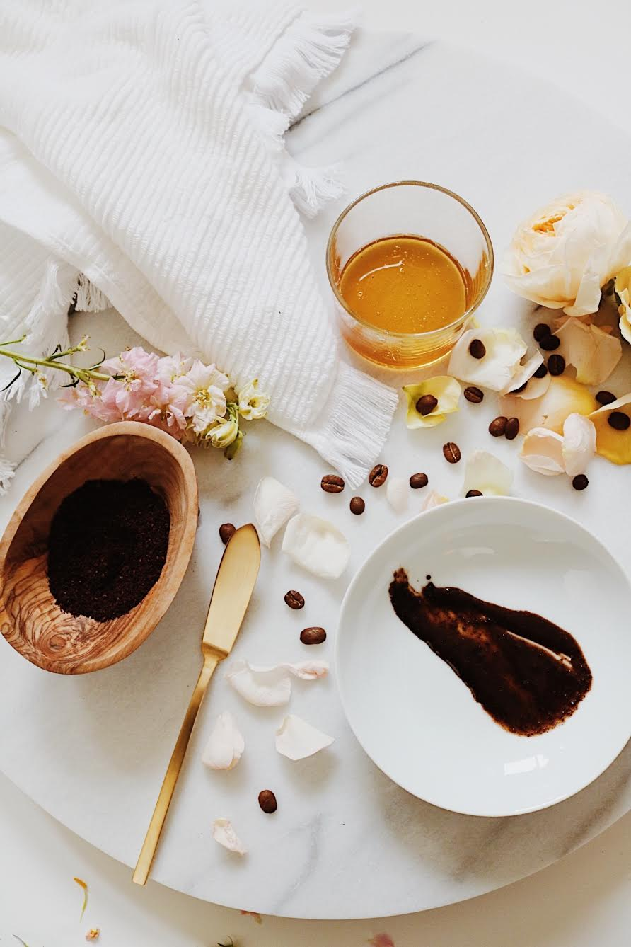 Easy DIY Coffee and Honey Face Mask