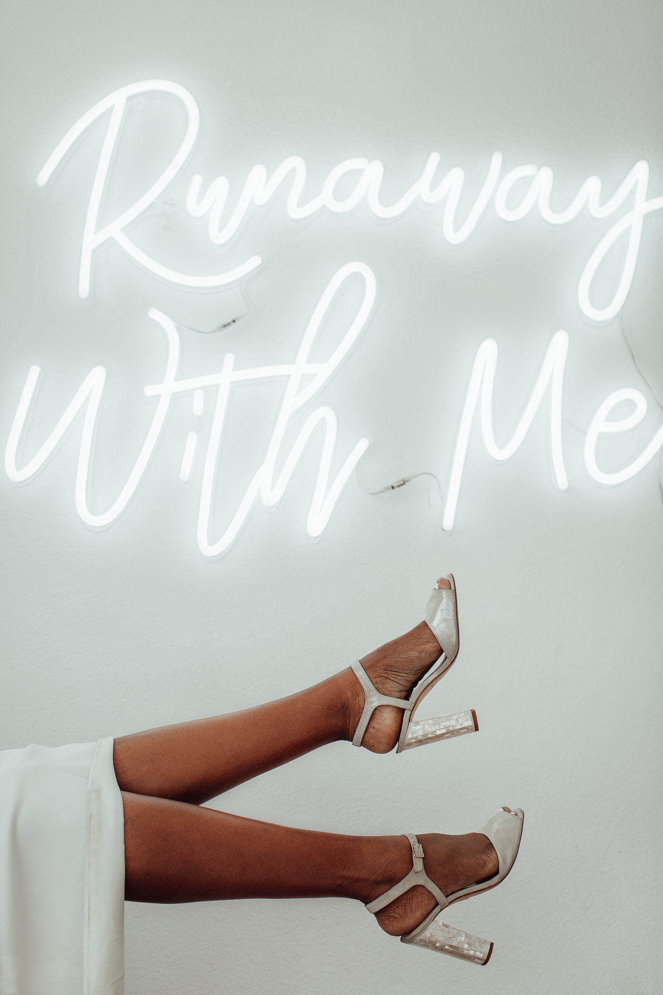 A New Winter Mix: Monochromatic White Wedding Styled Shoot with Modern Neon Sign