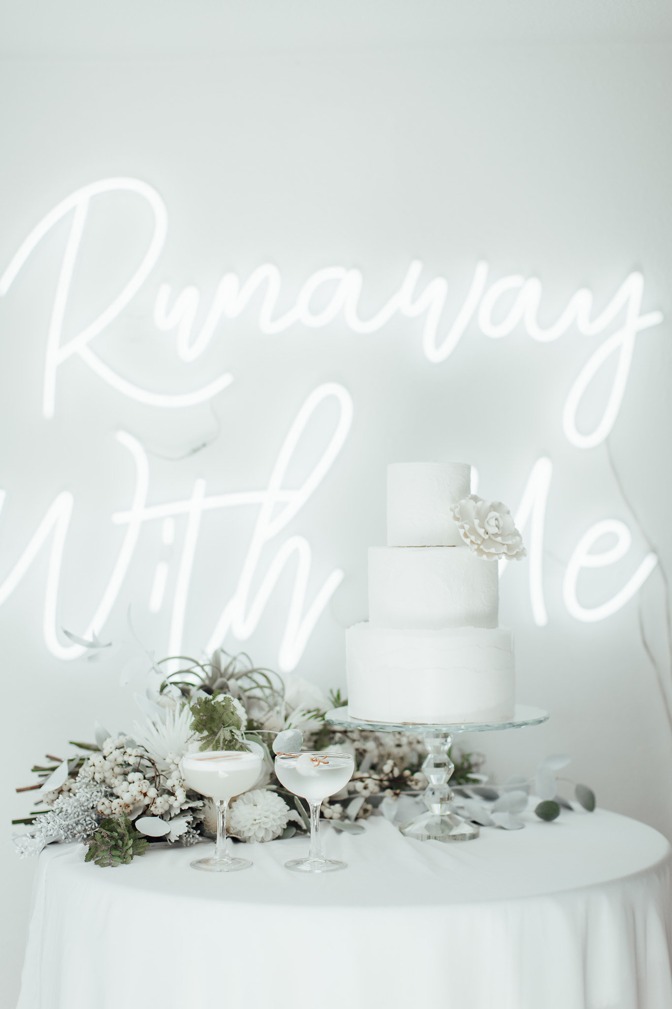 A New Winter Mix: Monochromatic White Wedding Styled Shoot with White Neon Sign and Cocktails