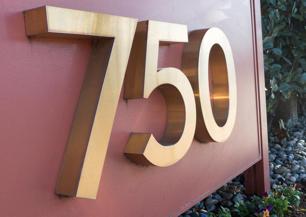 Menlo Management is headquartered at 750 Menlo Ave, Menlo Park