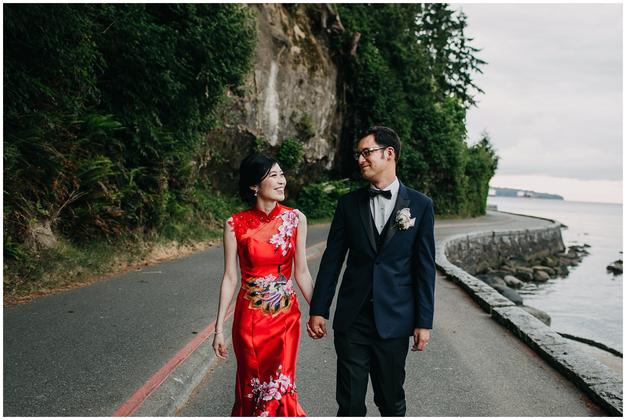 bride and groom portrait on the seawall at stanley park