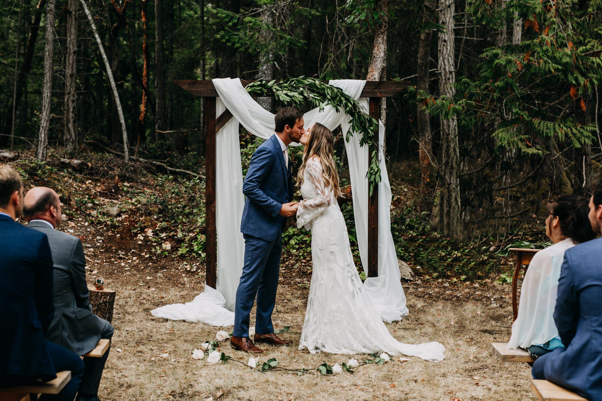 mona-rylan-mayne-island-wedding-aileen-choi-photo-web-517.jpg