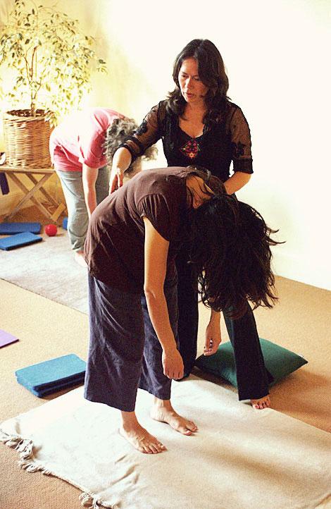 joyce-tyson-pilates-instructor-teaching--roll-downs,-relaxation-centre-bristol.jpg