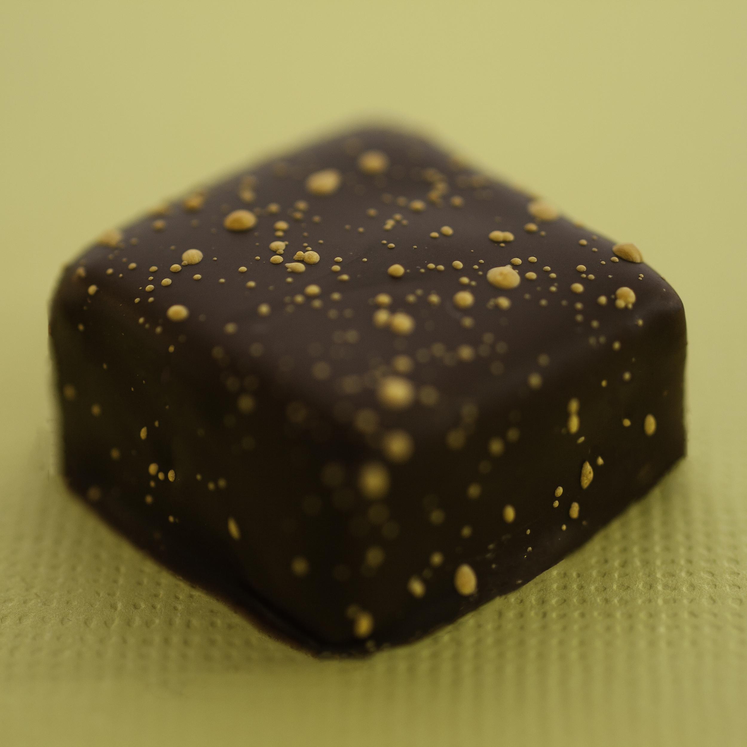 Sort sol temperchokolade
