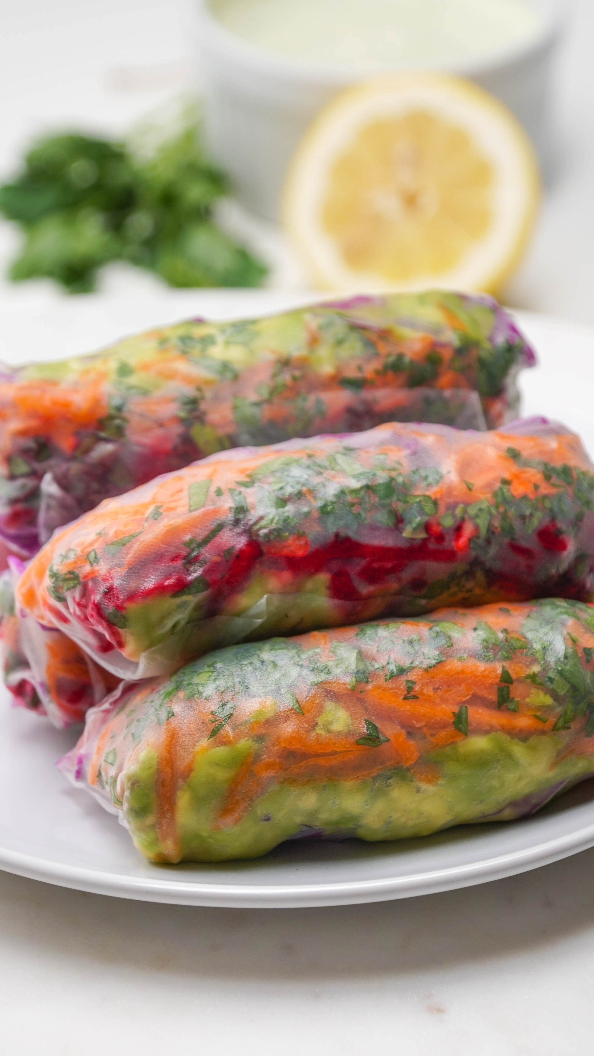 Grated raw vegetable rolls with dairy-free sauce