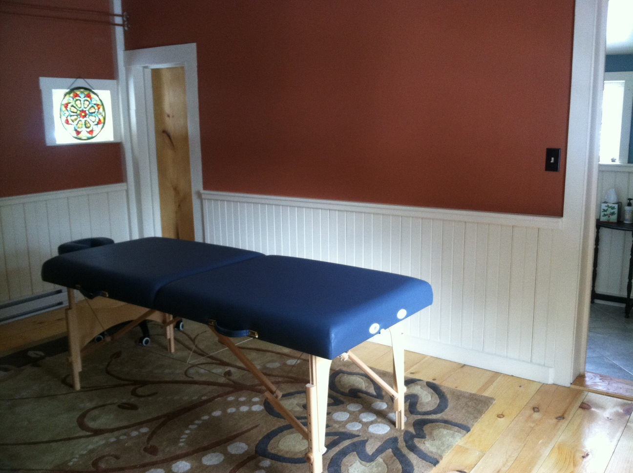 Peaceful treatment room at Russellville Schoolhouse in Shrewsbury.