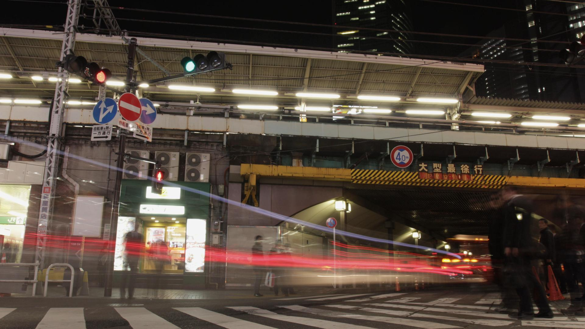 TOKYO SHINBASH TRAIN STATION CROSSING.jpg