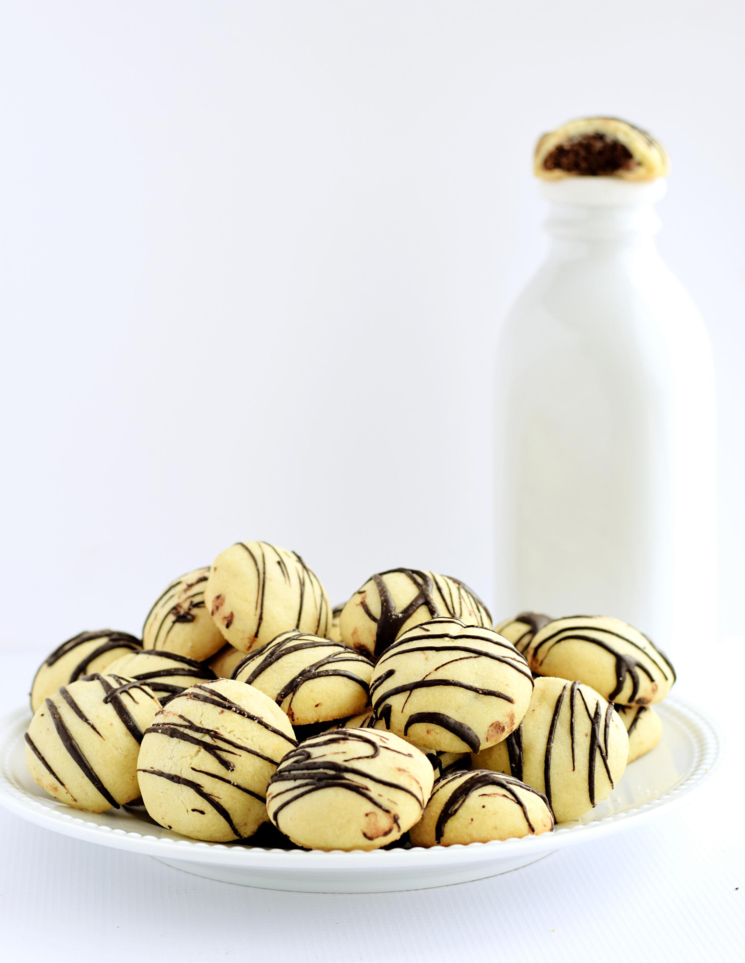 chocolate and vanilla cookies