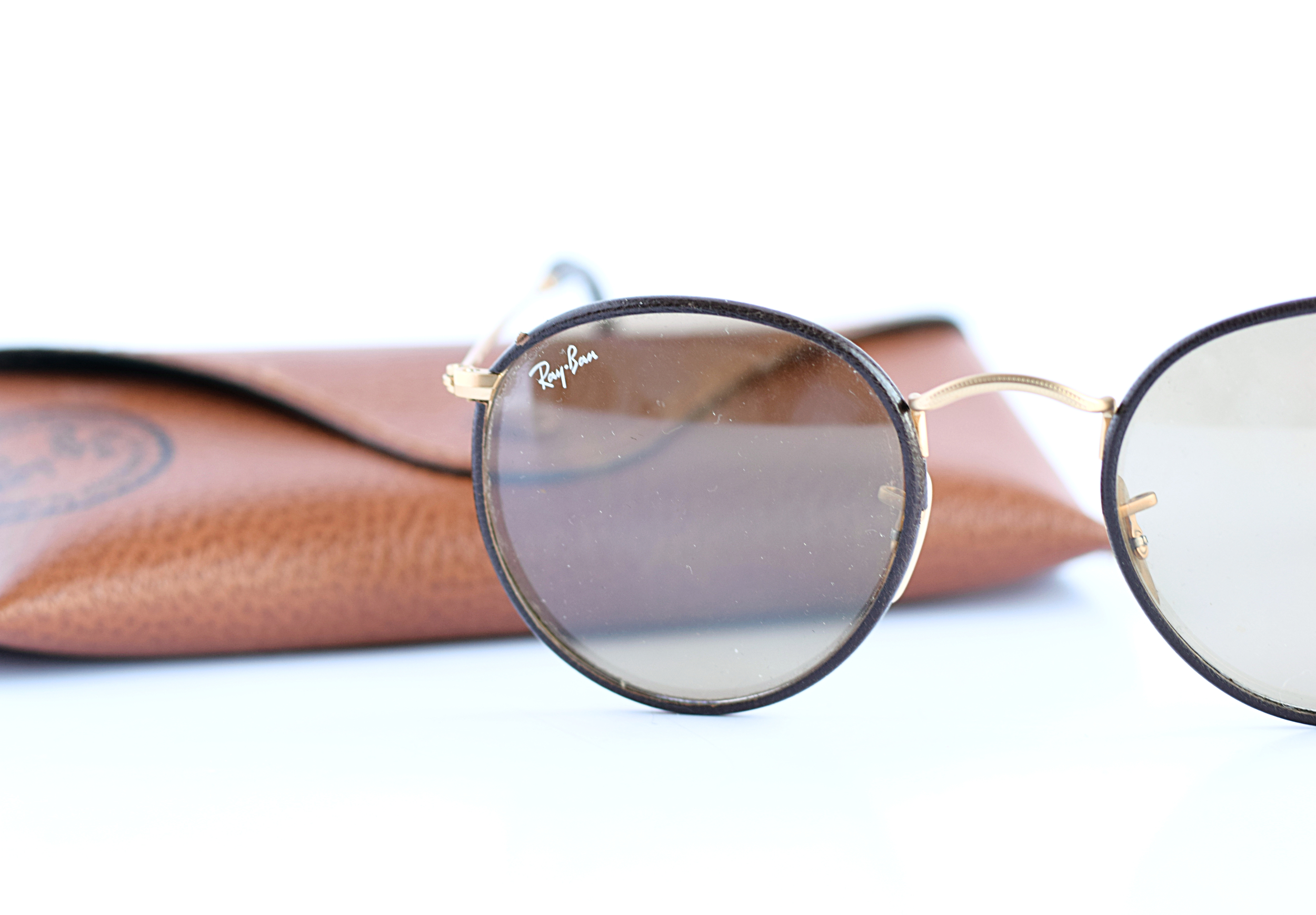 brown round ray-bans