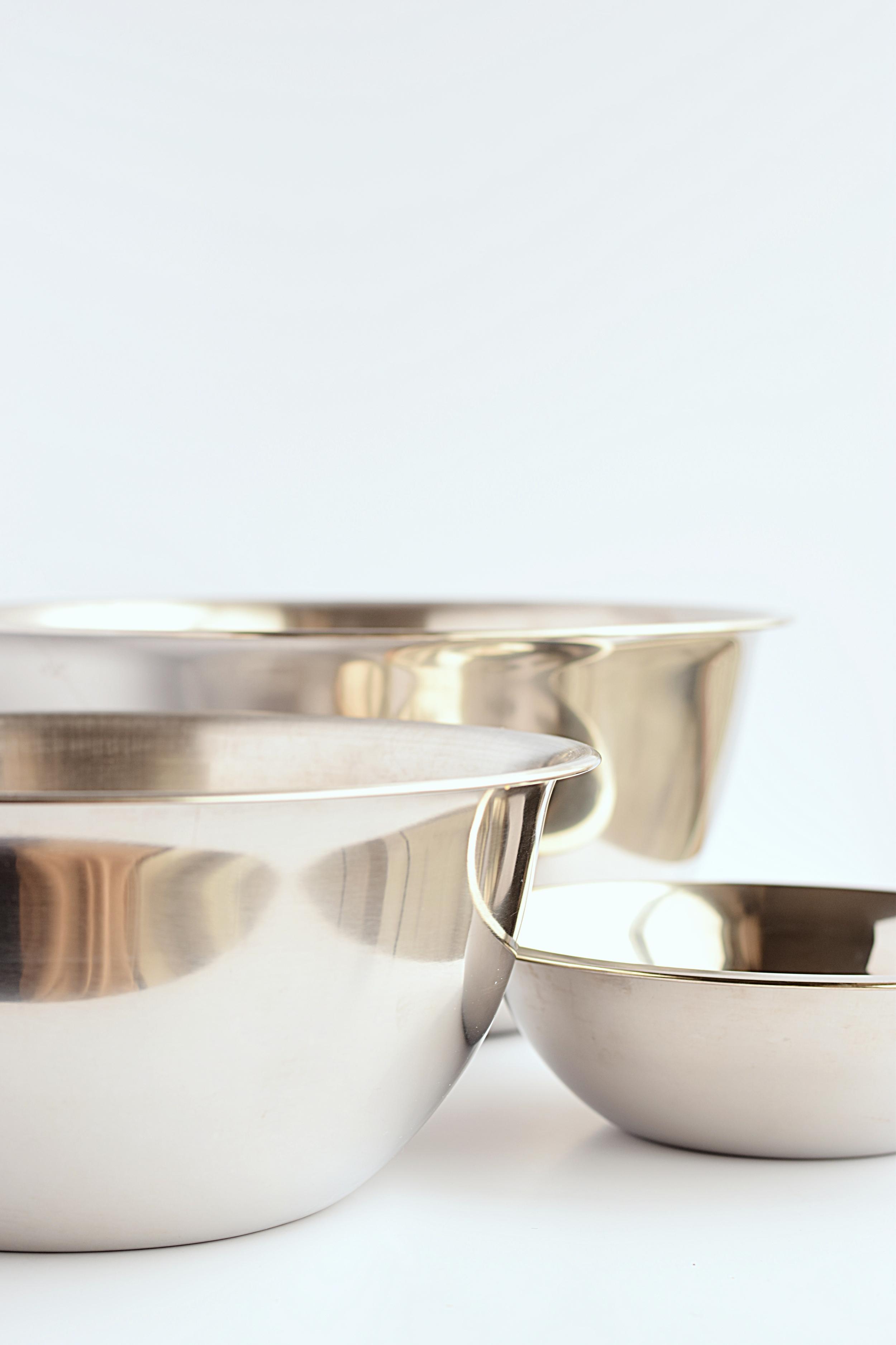 metal mixing bowls